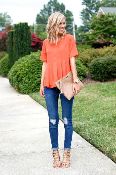 short sleeve pleated shirt with cuffed skinny jeans