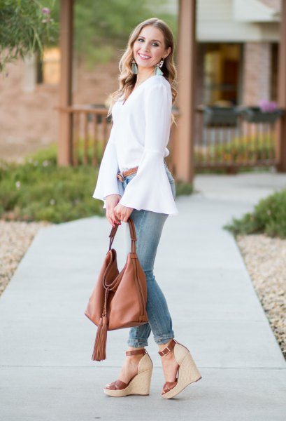 white chiffon blouse with grey skinny jeans and platform sandals