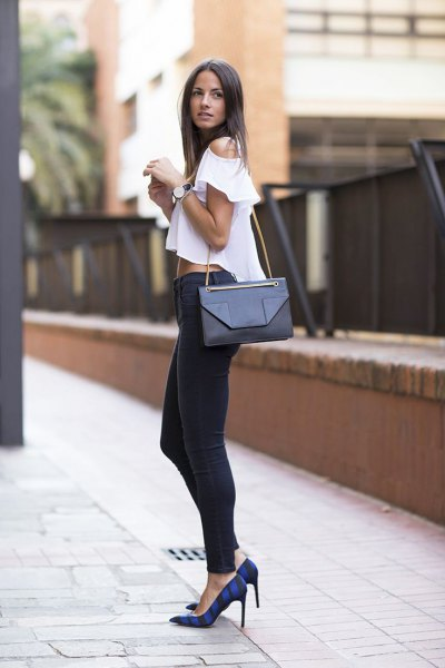 white cold shoulder cropped blouse with black skinny jeans