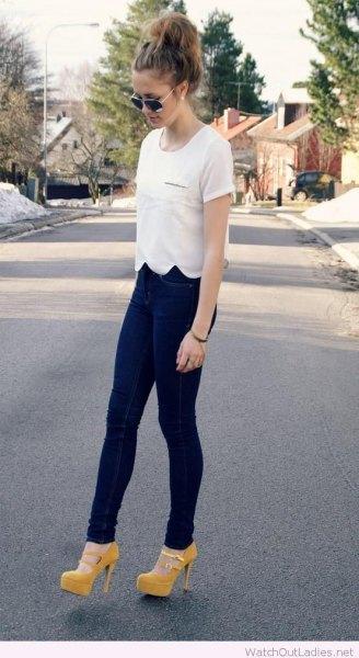 white scalloped hem t shirt and navy leggings