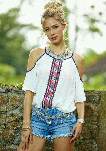 white tribal printed blouse with light blue mini denim shorts