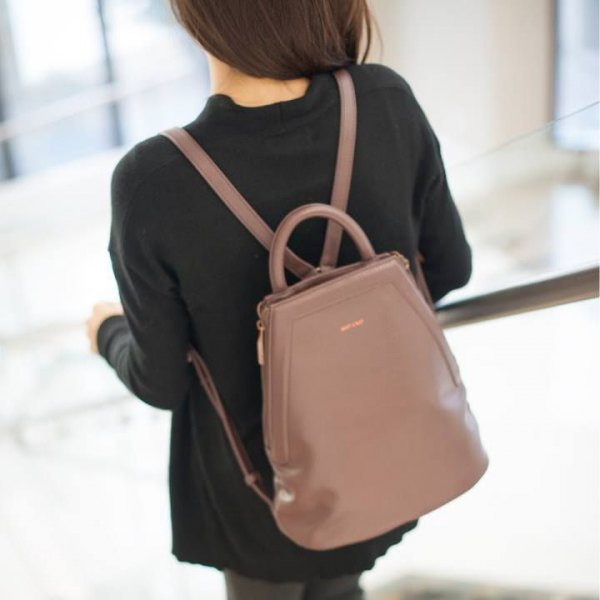 black sweater with grey skinny jeans and blush pink leather purse