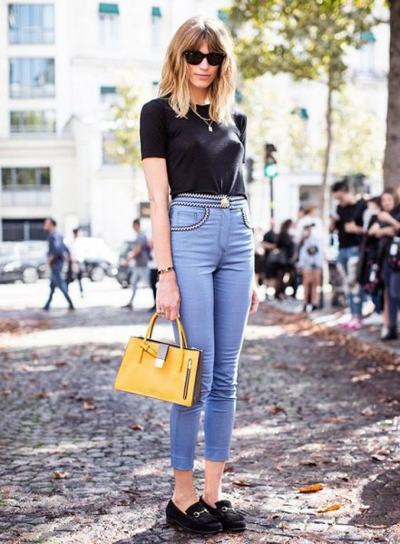 black t shirt with light blue high waisted skinny jeans