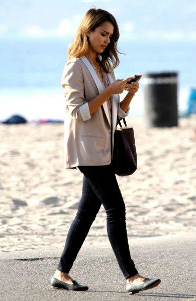 grey oversized three quarter sleeve blazer with black skinny jeans