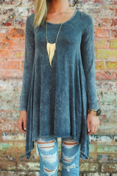 grey peplum tunic top with ripped skinny jeans