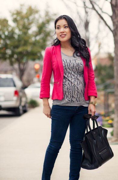 grey print tee with hot pink blazer and black skinny chinos
