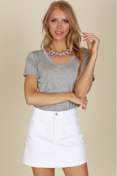 grey t shirt with high waisted mini skirt