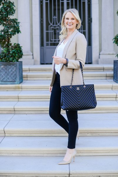 light grey blazer jacket with white blouse and black skinny jeans