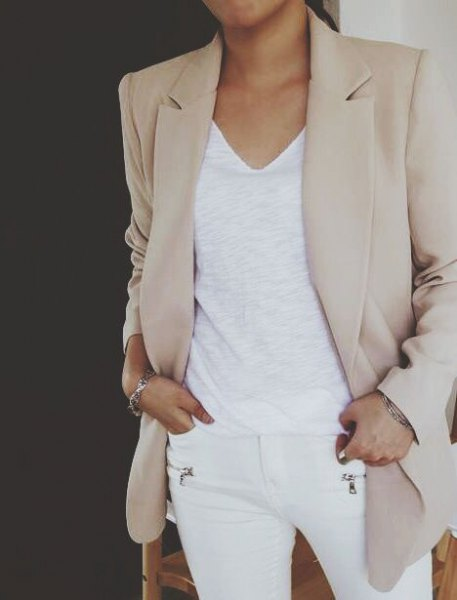 light grey khaki blazer with white v neck tank top and skinny jeans