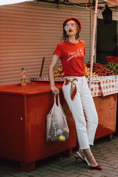 red print tee with white cropped straight leg jeans