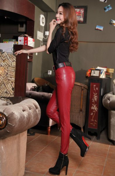 black half sleeve top with red leather skinny pants