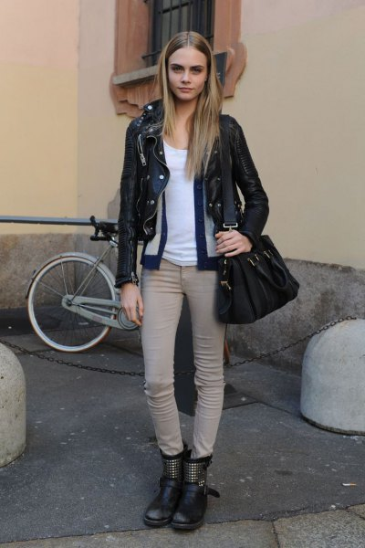 black moto jacket with light grey skinny jeans and leather motorcycle ankle boots
