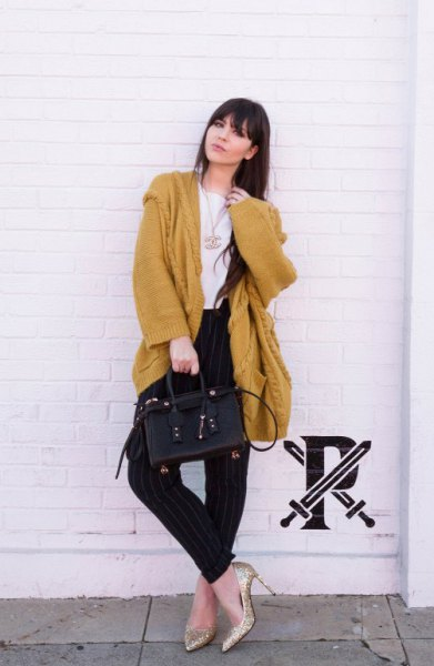 oversized mustard knit cardigan with black jeans and golden heels