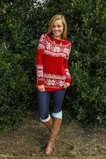 red and white printed christmas holiday sweater with skinny jeans
