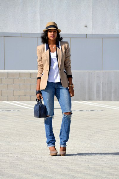 tan oversized blazer with blue straight leg jeans and floppy hat