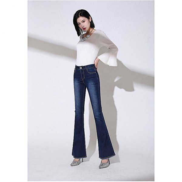 white bell sleeve top with dark blue high rise bell bottom jeans