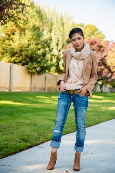 white turtleneck ribbed sweater with crepe blazer and cuffed skinny jeans