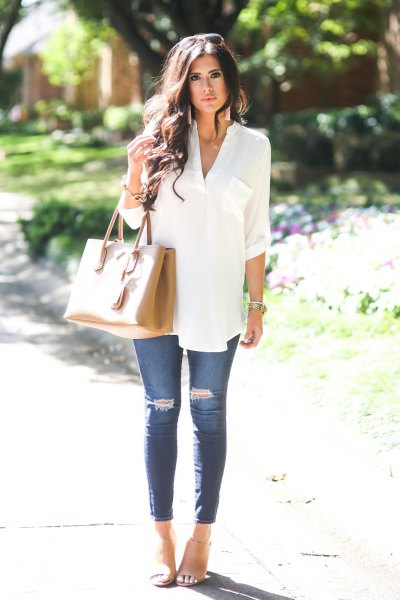 white v neck summer tunic blouse with blue skinny ripped jeans