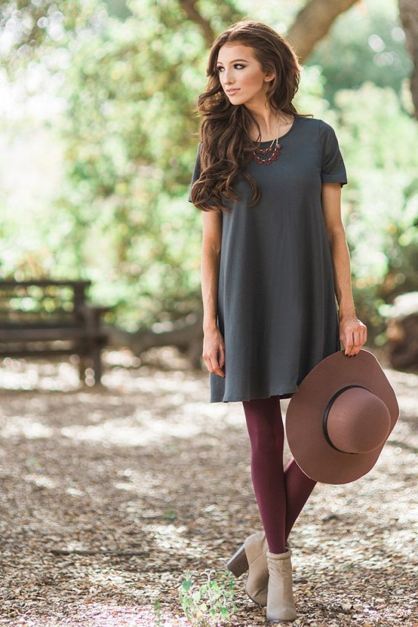 351a2660c84 How to Wear Burgundy Leggings: Top 13 Outfit Ideas to Look Tall ...