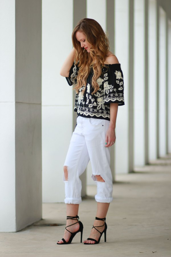 e7186c32165 How to Wear White Boyfriend Jeans: 15 Refreshing & Stylish Outfits ...