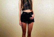 best high waisted black denim shorts outfit ideas for women