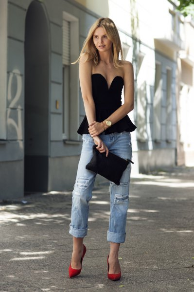black deep v neck strapless peplum top with boyfriend jeans