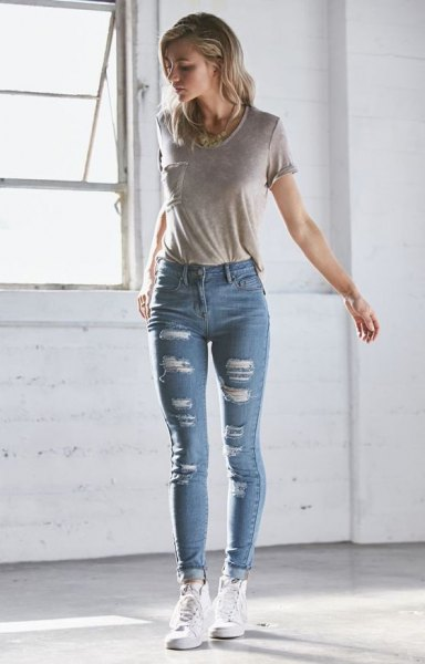 grey pocket front t shirt with light blue ripped skinny jeans