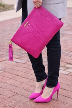 hot pink clutch bag with grey long blazer and dark skinny jeans