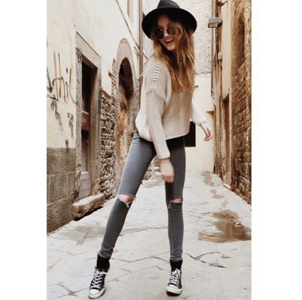pale pink ribbed sweater with grey ripped skinny jeans and felt hat