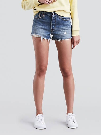 pale yellow chunky sweatshirt with blue levis denim shorts and white sneakers