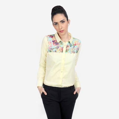 pale yellow floral printed shirt with black skinny jeans
