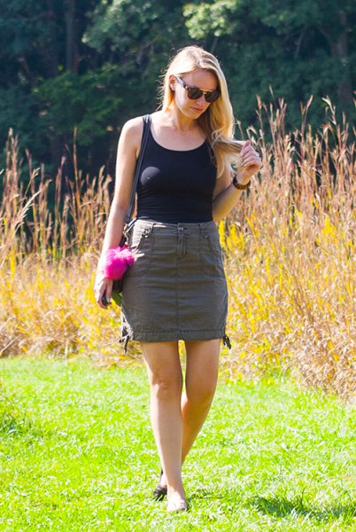 black scoop neck tank top with grey mini skirt and slide sandals