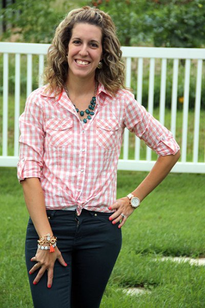 pink and white knotted shirt with black skinny jeans