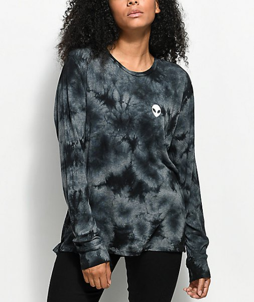 tie dye long sleeve t shirt with black skinny jeans
