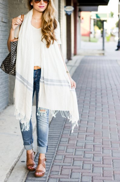 white long fringe scarf with white cropped tee and cuffed blue jeans