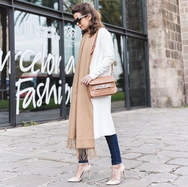 white longline knit cardigan with dark skinny jeans and blush maxi leagth scar