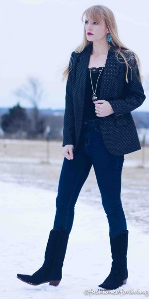 black lace top with navy blazer and skinny jeans