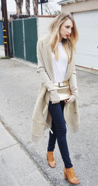 blush pink longline cardigan with white tee and black skinny jeans