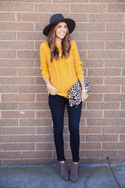 cable knit sweater with black felt hat and skinny dark jeans