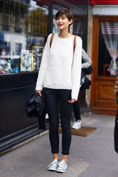 white cable knit big sweater with blue cuffed skinny jeans