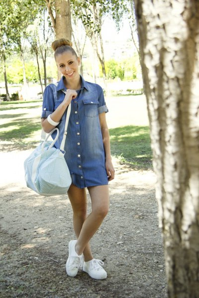 button up cuffed sleeve blue jean dress with white sneakers