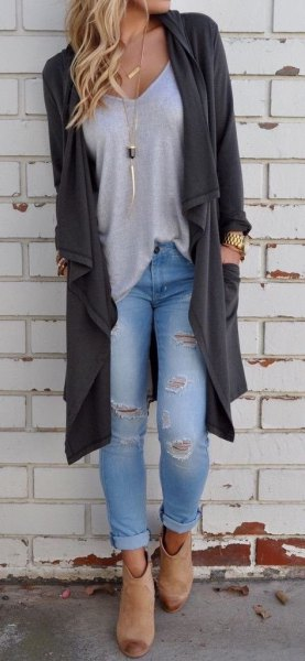 grey longline cardigan with light blue ripped skinny jeans