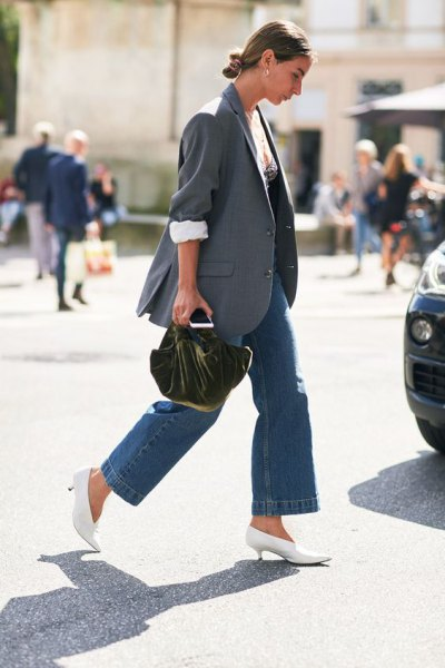 grey oversized blazer with blue jeans and white kitten heel pumps
