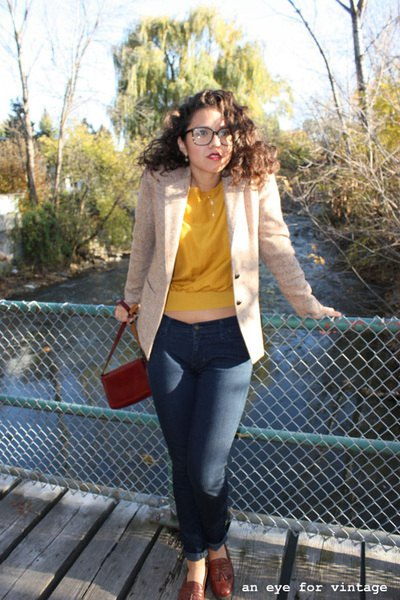 ivory blazer with yellow sweater and dark blue skinny jeans