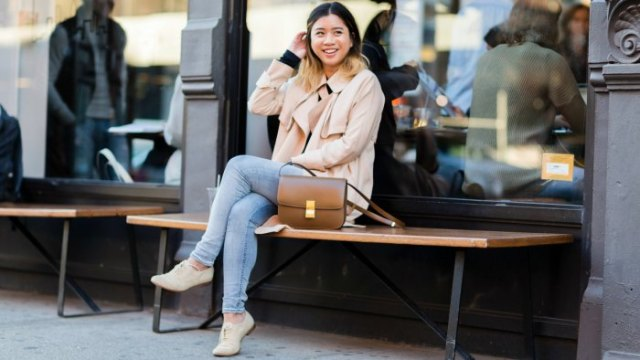 pale pink blazer with light blue skinny jeans and suede derby shoes