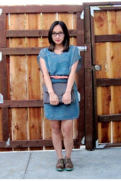short sleeve blue belted denim dress with black wingtip shoes