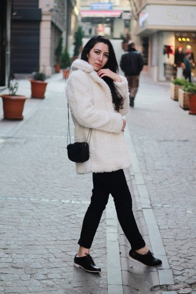 white faux fur collar coat with black jeans and buck shoes