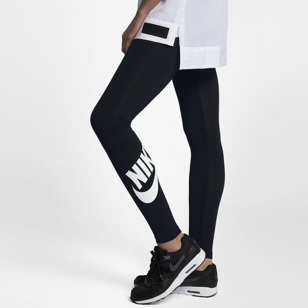 white oversized sports tee with black nike high waisted leggings