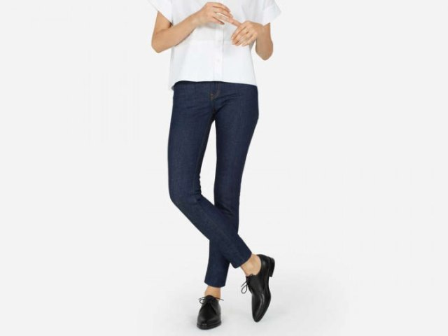white short sleeve button up shirt with dark blue skinny jeans and black shoes