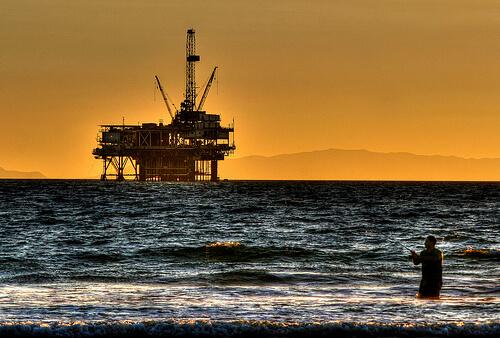 oil rig sea photo